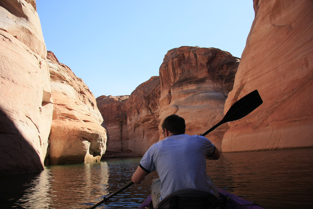 Kayaking on Lake Powell, AZ by TaQpets (Flickr)