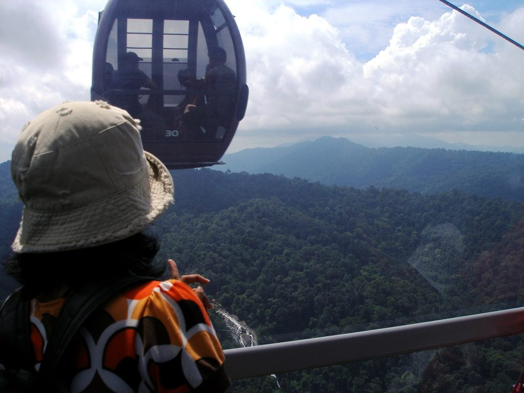 Langkawi Cable Car by Khairil Yusof (Flickr)