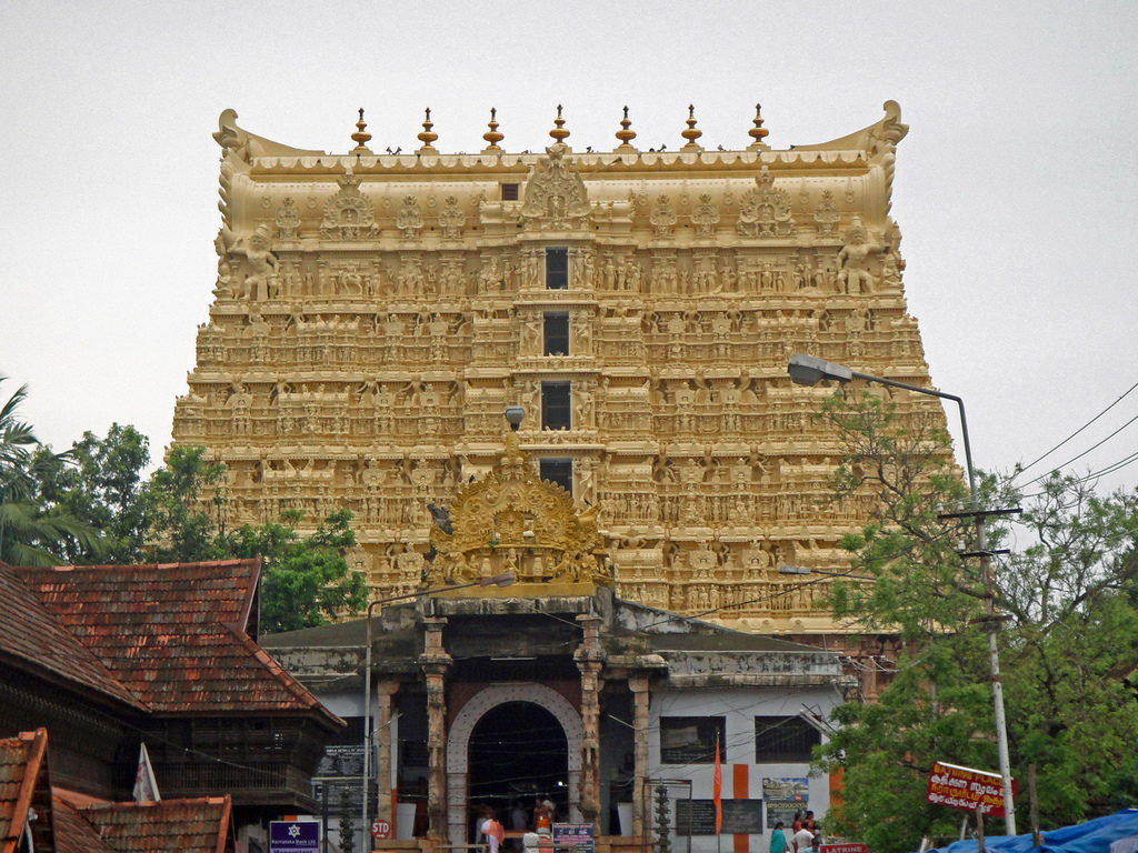 Sri Padmanabhaswamy temple, Thiruvananthapuram by Ebin Sam (Flickr)